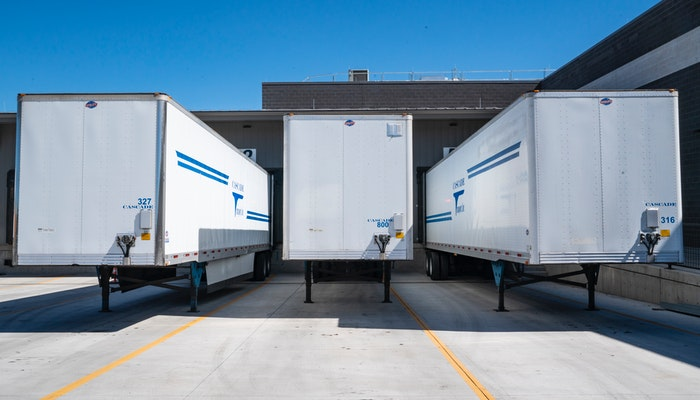 Baús de caminhões, representando os tipos de frete