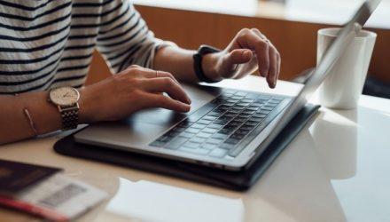Imagem ilustrativa de: O que vender na internet? 12 ideias de produtos para 2021