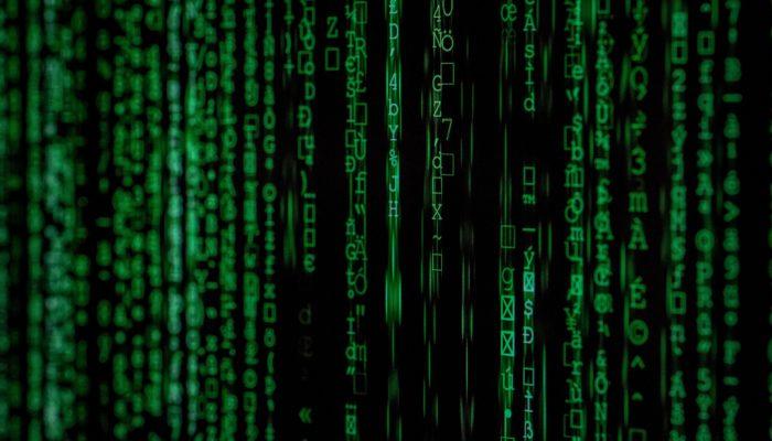 Imagem mostrando códigos de computador representando malware