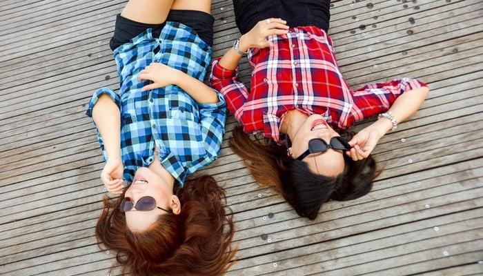 Mulheres com óculos de sol representam o perfil do consumidor brasileiro