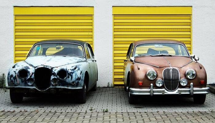 Carros antigos restaurados, reprensentando a personalização da loja virtual