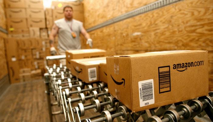 Imagem de uma fileira de caixas para representar como escolher um fornecedor.