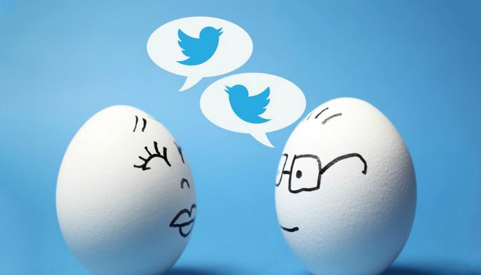 Ovos com rostos desenhados, com balões de diálogo contento o logo do Twitter, representam como aumentar engajamento