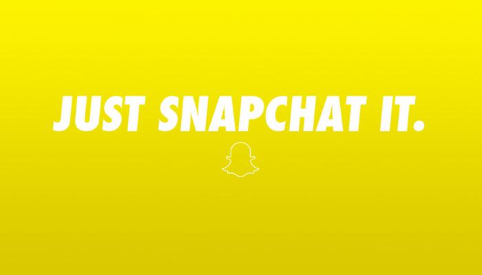 Imagem do logo do Snapchat sobre fundo amarelo com o texto 'Just Snapchat it' escrito