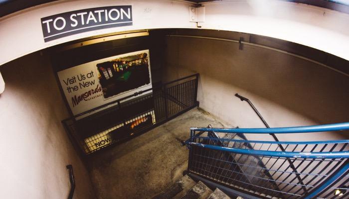 Anúncio em estação de metrô representa os anúncios no Mercado Livre