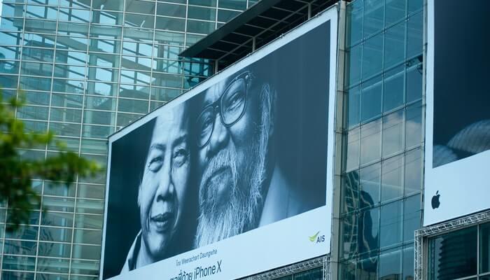 Outdoor em prédio representa como criar campanhas no google ads