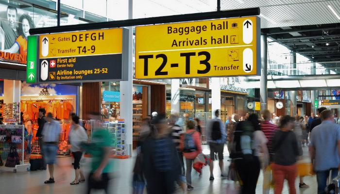 Foto de parte internar de aeroporto representa o Correios internacional