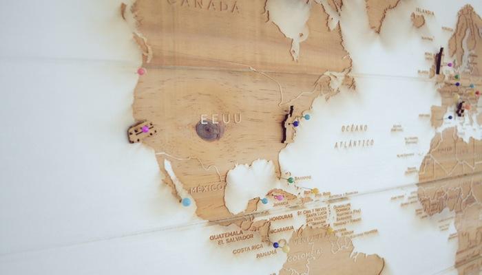 Mapa em parede representa como ser um nômade digital e ter uma loja virtual