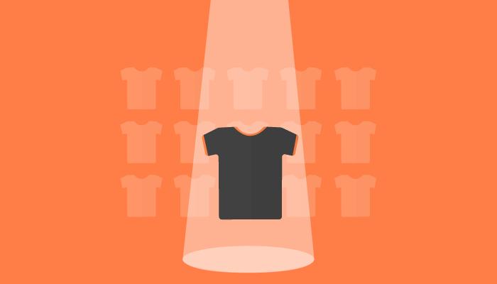 Ilustração de camiseta em frente a outras peças da roupa representam funções que não podem faltar na página de produtos