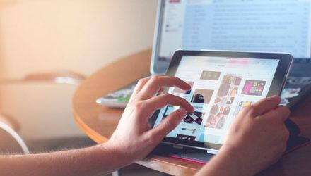 Imagem ilustrativa de: O que é figital e como adotar esse modelo de vendas?